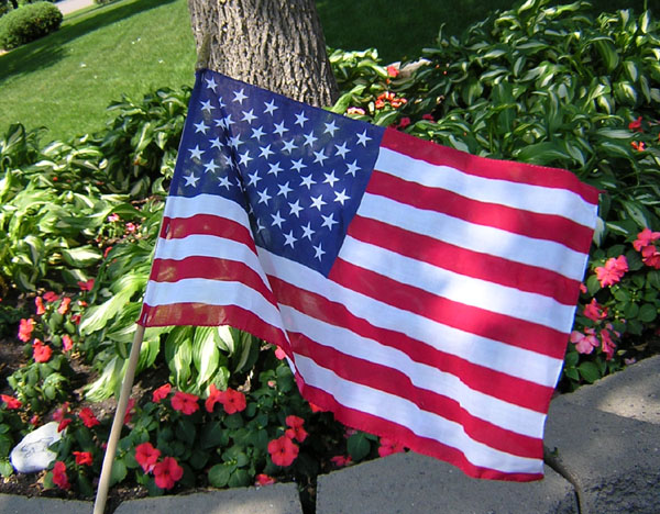 American Flags Cloth with Wooden Dowel  for yards and boulevards